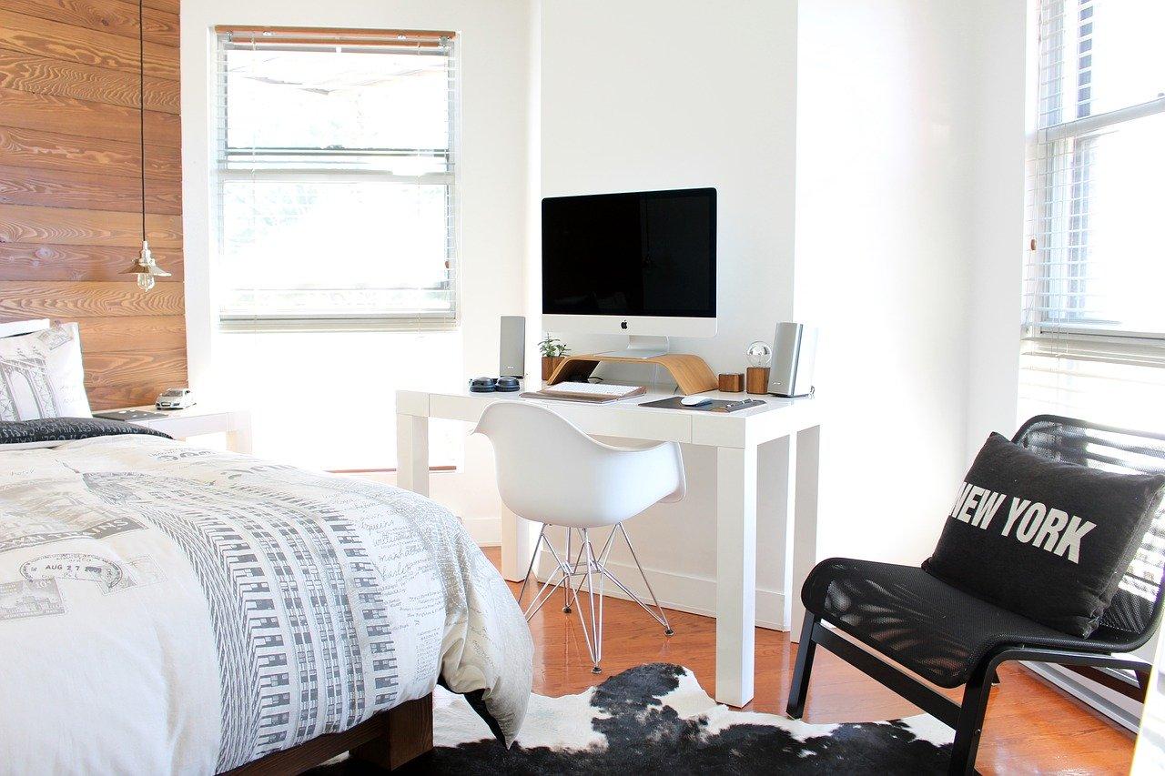 Chambre Lumineuse avec espace bureau