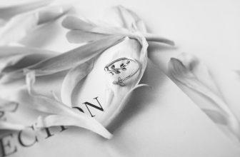 Bague en argent, motif fleurs