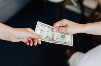 échange d'argent, monnaie en dollar, billet