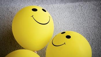 Quel est le Sens des Smiley XD et X) ?