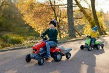 Que Choisir entre Tracteur à Pédales Électrique ou Tracteur à Pédales Manuelles ?